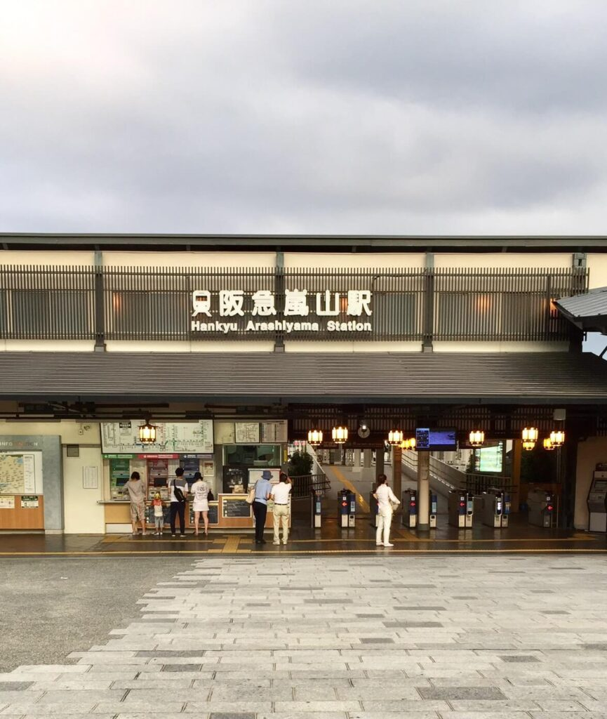 京都の嵐山駅